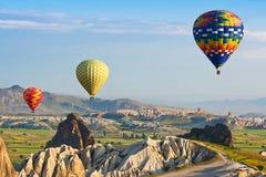 De grote toeristische attractie is de Cappadocia-ballonvlucht Cappadocia, Turkije royalty-vrije stock foto's