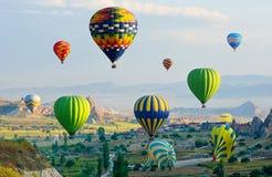 De grote toeristische attractie van Cappadocia - ballonvlucht Cappadocia, Turkije stock foto's