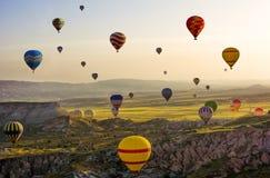 De grote toeristische attractie van Cappadocia - ballonvlucht glb Stock Afbeeldingen