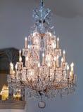 De grote uitstekende lamp van de kristalkroonluchter Royalty-vrije Stock Afbeeldingen