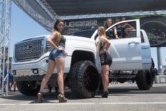 De grote vrachtwagen van GMC Denali op vertoning tijdens DUB Show Tour Royalty-vrije Stock Foto's