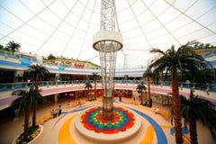 De grote wandelgalerij van de winkelcentrumJachthaven Royalty-vrije Stock Fotografie