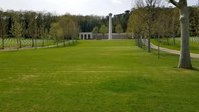 De grote well-kept groene gazons kenmerken Florence American Cemetery en Herdenkings, Florence, Itali? royalty-vrije stock fotografie