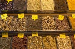 De grote winkels van de bazaarthee in Istanboel royalty-vrije stock fotografie