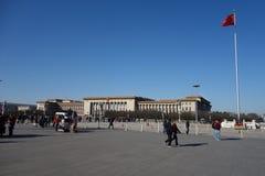De Grote Zaal van de Mensen met rode vlag Royalty-vrije Stock Fotografie