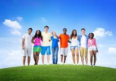 De groupe d'amis concept gai divers d'amusement dehors Image libre de droits