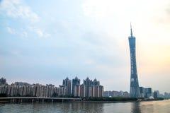 De Guangzhoustad, de Toren van de Parelrivier in Guangzhou en de kleur van de hemel betrekken Stock Fotografie