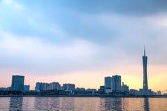 De Guangzhoustad, de Toren van de Parelrivier in Guangzhou en de kleur van de hemel betrekken Stock Foto
