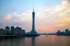 De Guangzhoustad, de Toren van de Parelrivier in Guangzhou en de kleur van de hemel betrekken Stock Afbeeldingen