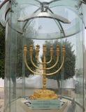 De guld- menororna som lokaliseras i den judiska fjärdedelen i den gamla staden av Jerusalem Royaltyfri Foto
