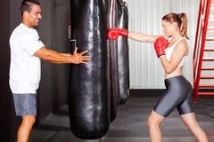 De gymnastiek van de vrouw opleiding Royalty-vrije Stock Afbeeldingen