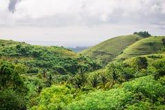 De härliga kullarna på ön av Nusa Penida Arkivbilder