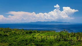 De härliga kullarna på ön av Nusa Penida Royaltyfria Foton