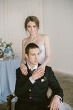 De härliga nyligen-att gifta sig paren brud- mode Royaltyfria Bilder