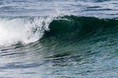 De härliga vågorna av Atlanten arkivbilder