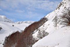 De höga bergen av Abruzzo fyllde med snö 0015 Arkivfoto