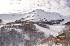 De höga bergen av Abruzzo fyllde med snö 0020 Arkivfoton