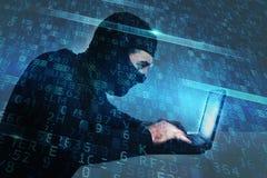 De hakker creeert een heimelijke toegang op een computer Concept Internet-veiligheid royalty-vrije stock afbeeldingen