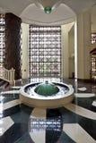 De hal van het hotel met fontein Stock Foto