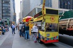 De Halal grabbarna, gatamat i New York City Arkivbild