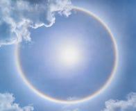 De halo van de onduidelijk beeldzon met wolk Stock Fotografie