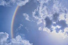 De halo van de onduidelijk beeldzon met wolk Stock Afbeelding