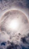 De halo van de zon in hemel met wolk Royalty-vrije Stock Foto's