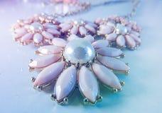 De halsband van de bloemenparel royalty-vrije stock foto