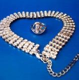 De halsband van de diamant met ring royalty-vrije stock afbeelding