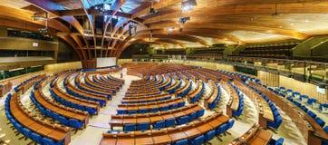 De Halve cirkel van de Parlementaire vergadering van de Raad van Europa, TEMPO CoE is een organisatie het van wie doel aan is stock foto's