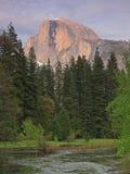 De Halve Koepel van Yosemite in Schemer Royalty-vrije Stock Foto