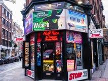 De halve Prijs en Kortingstheaterkaartjes winkelen, Londen, Engeland, het UK Stock Afbeelding