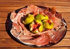 De ham van Parma met fig. Stock Afbeeldingen
