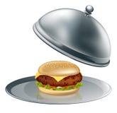 De hamburger van de kaas op zilveren schotel Stock Fotografie