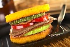 De Hamburger van Polenta stock foto's