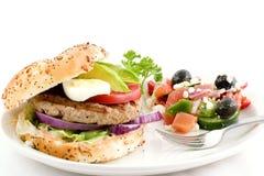 De hamburger van Turkije, Griekse salade royalty-vrije stock afbeeldingen
