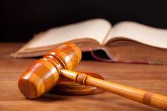 De hamer en het boek van de rechter Royalty-vrije Stock Foto