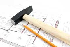De hamer en het potlood van het project stock foto