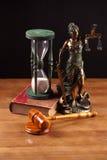 De hamerboek en temida van de rechter Royalty-vrije Stock Afbeelding