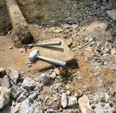 De hamers blijven in het Vuil na een Lange Dag van het Werk Royalty-vrije Stock Fotografie