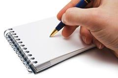 De hand, de pen en het notitieboekje van de mens met lege ruimte Stock Fotografie