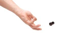 De hand die twee werpt dobbelt Stock Afbeelding