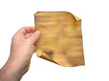 De hand die van de mens oud gevoerd gebrand document houdt Royalty-vrije Stock Afbeeldingen