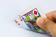 De hand die van Pocker een paar azen toont Stock Afbeelding