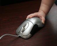 De hand en de muis van het kind stock afbeelding