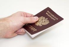 De hand geeft paspoort Royalty-vrije Stock Foto
