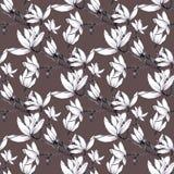De hand getrokken bloemen van de patroon naadloze magnolia op bruine achtergrond vector illustratie