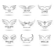 De hand getrokken reeks van het vleugelsembleem Vectorkrabbel gevleugelde pictogrammen royalty-vrije illustratie