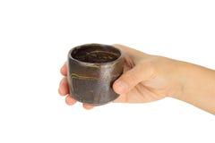 De hand hield een kop thee Royalty-vrije Stock Afbeeldingen