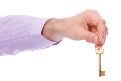De hand houdt de sleutel van de huisdeur Stock Afbeeldingen